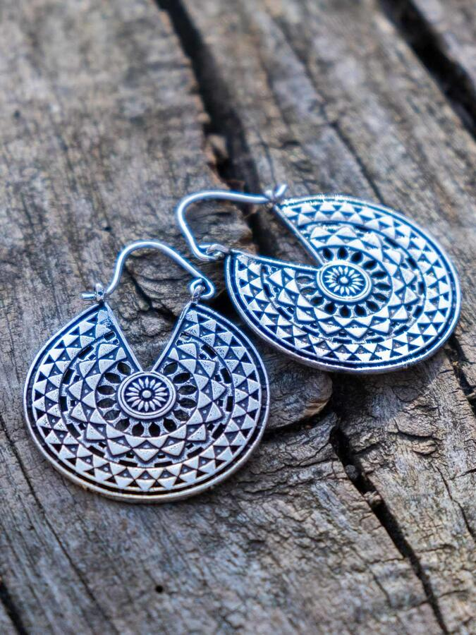 Round silver-plated earrings, geometric mandala and hook closure