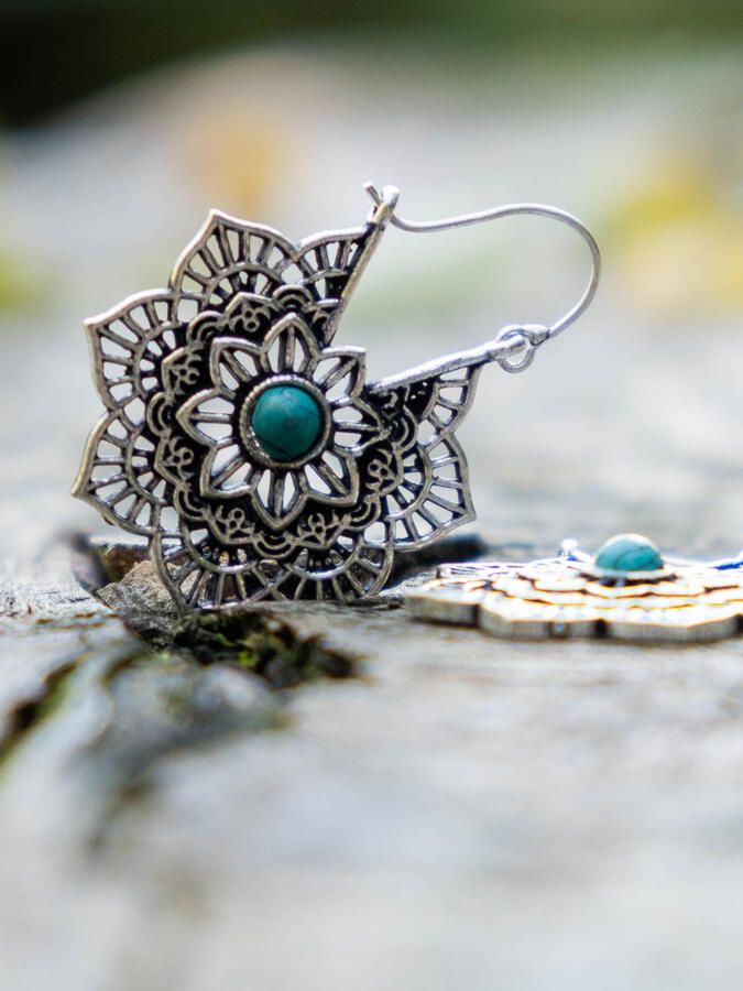 Silver-plated flower earrings with hook closure and Turquoise stone