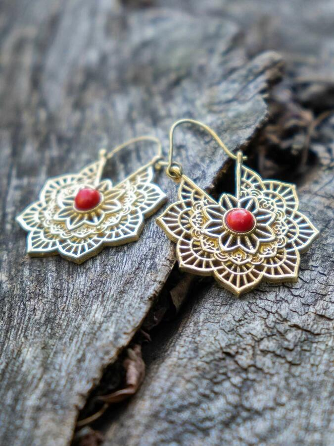 Gold-colored flower earrings with hook closure and Jasper stone