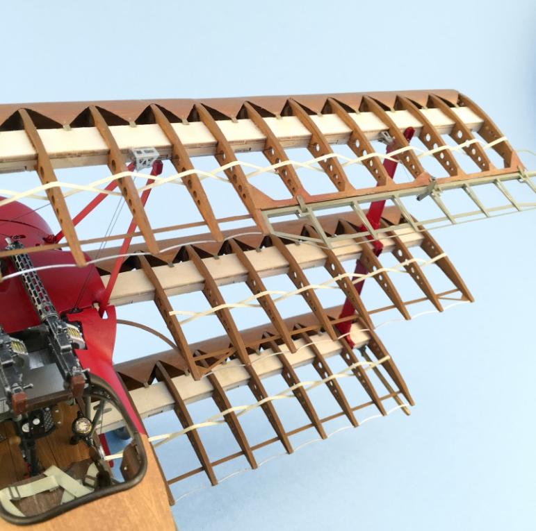 Modello in Legno e Metallo Fokker Dr.I Red Baron's Fighter scala 1/16 di Artesania Latina
