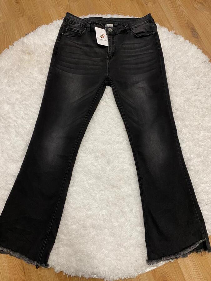 Jeans a zampa con frange