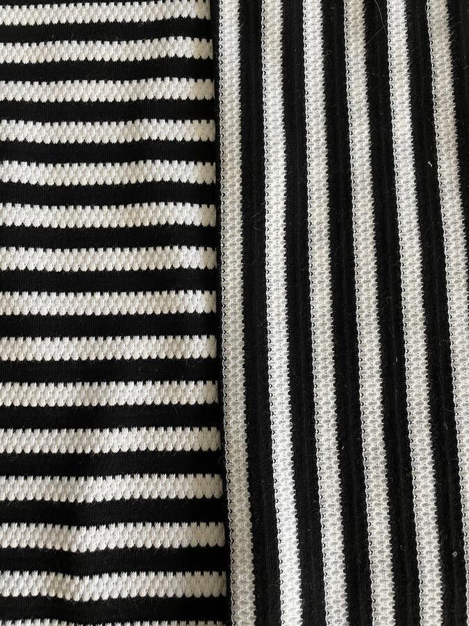 Maglina Jersey goffrata di cotone a righe nere e bianche