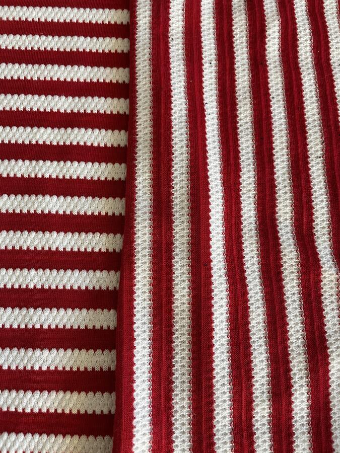Maglina Jersey goffrata di cotone a righe bianche e rosse