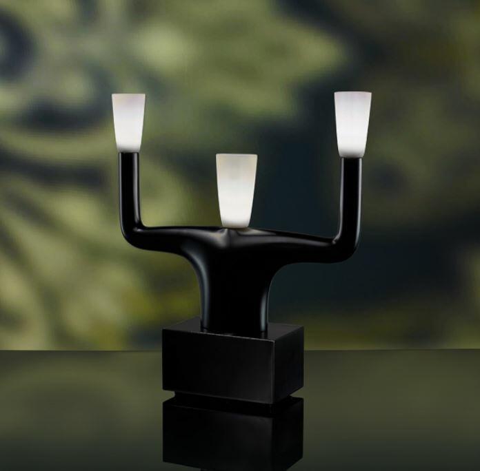 Lampada da Tavolo Guru di Qeeboo al LED in Policarbonato - Offerta di Mondo Luce 24