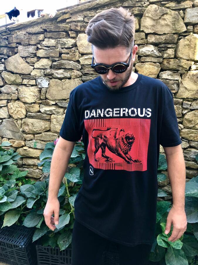 T-SHIRT DANGEROUS