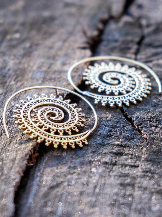 Orecchini ottone rotondi a spirale con greche anellini