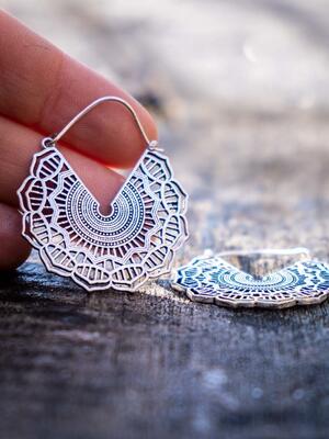 Orecchini argento mandala a ragnatela circolare con chiusura a gancio