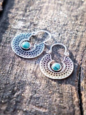 Orecchini argento mini, rotondi con greche etniche e pietra Turchese