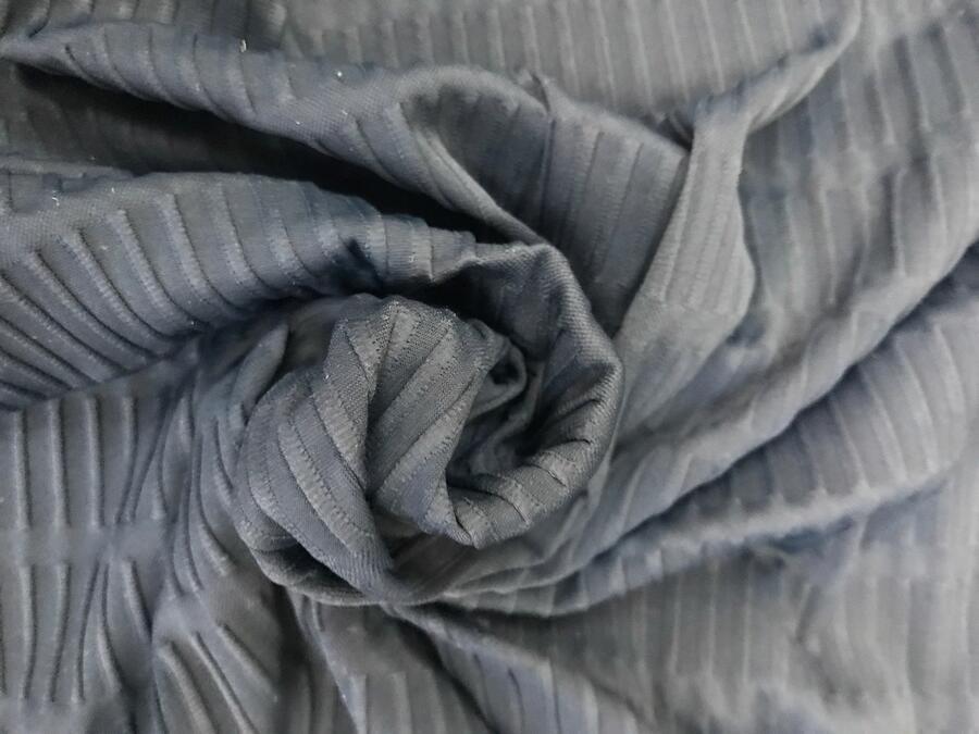 Viscosa blu con figure geometriche in rilievo