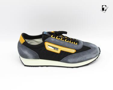 Sneakers Prada Scamosciata da Uomo dettagli gialli F48729