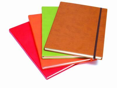 Quaderno con elastico, copertina rigida A4 neutro o rigato
