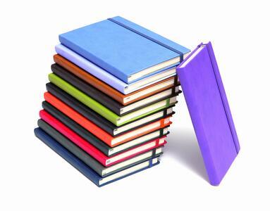 Quaderno con elastico, copertina rigida A5 neutro o rigato