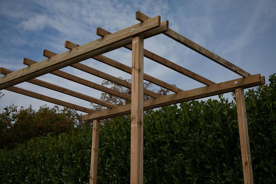 Pergola in legno Flora m.2,40 x m.3,40 in pino massello impregnato in autoclave - Trasporto incluso