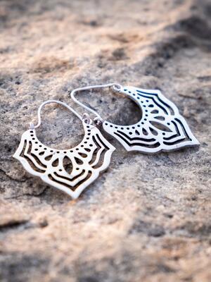 Orecchini pendenti ottone placcato argento a punta