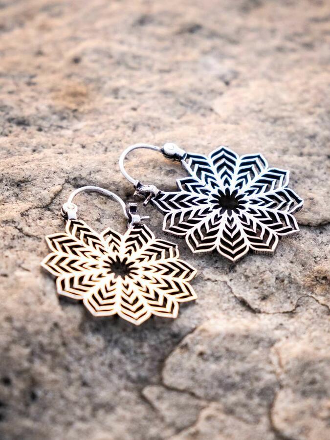Orecchini pendenti ottone placcato argento mandala ricamato