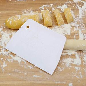 Tagliapasta Taglia Pasta Raschietto Spatola Utensile da Cucina in Plastica Bianco per Alimenti Dolci Pane Pizza 13cm