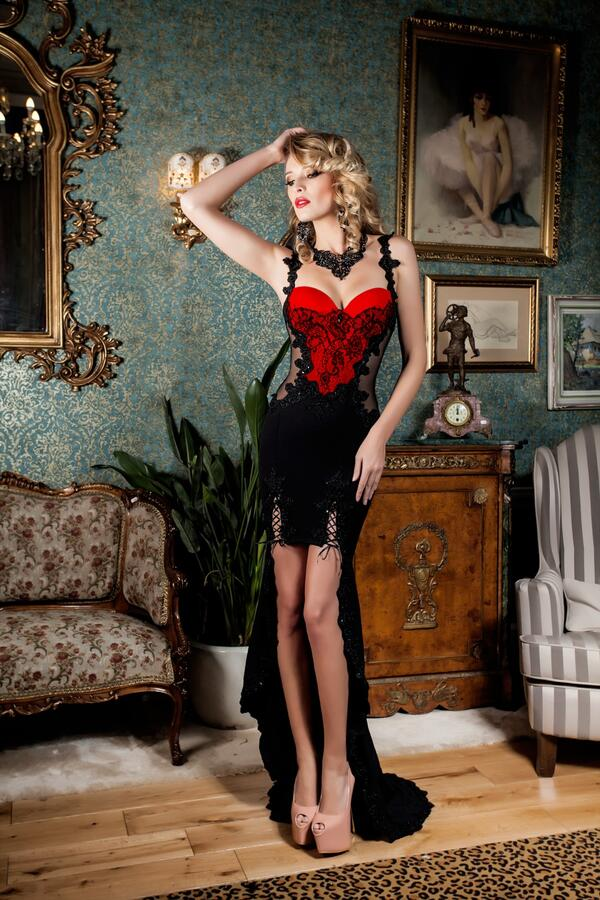 0665 SPECTACULAR SHORT DRESS IN FRONT AND LONG BACK IN CREPE WITH TULLE AND MACRAME '