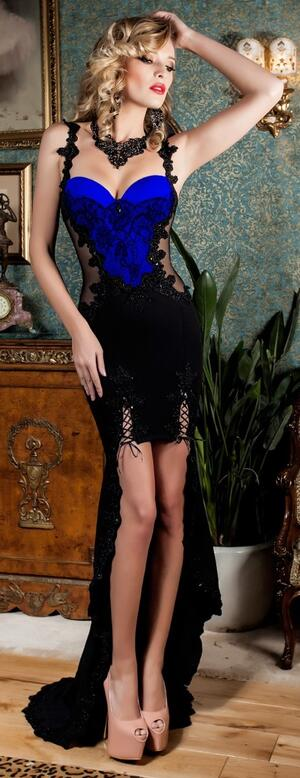0666 SPECTACULAR SHORT DRESS IN FRONT AND LONG BACK IN CREPE WITH TULLE AND MACRAME '