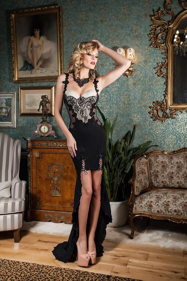 0667 SPECTACULAR SHORT DRESS IN FRONT AND LONG BACK IN CREPE WITH TULLE AND MACRAME '
