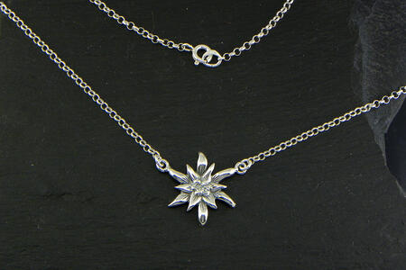 Edelweiss Necklace in Silver blakened