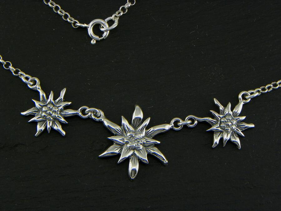 Edelweiss Necklace big in Silver blakened