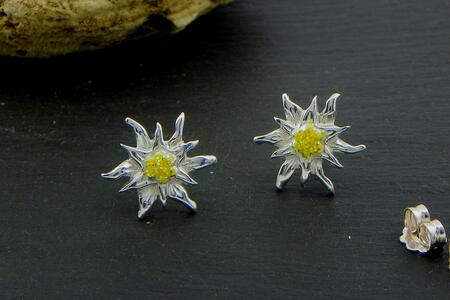 Edelweiss earrings in Silver enamel