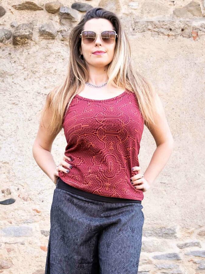 Top donna Nitya aderente con bretelle sottili - rosso ciliegia