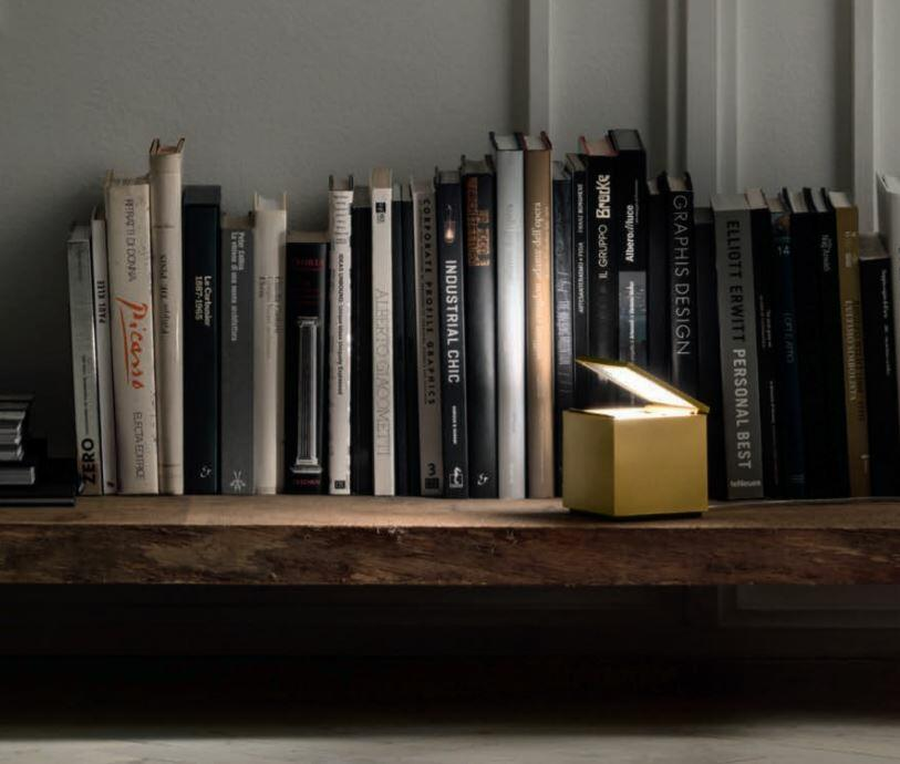 Lampada da Tavolo CUBOLUCE LED di Cini&Nils, Varie Finiture - Offerta di Mondo Luce 24