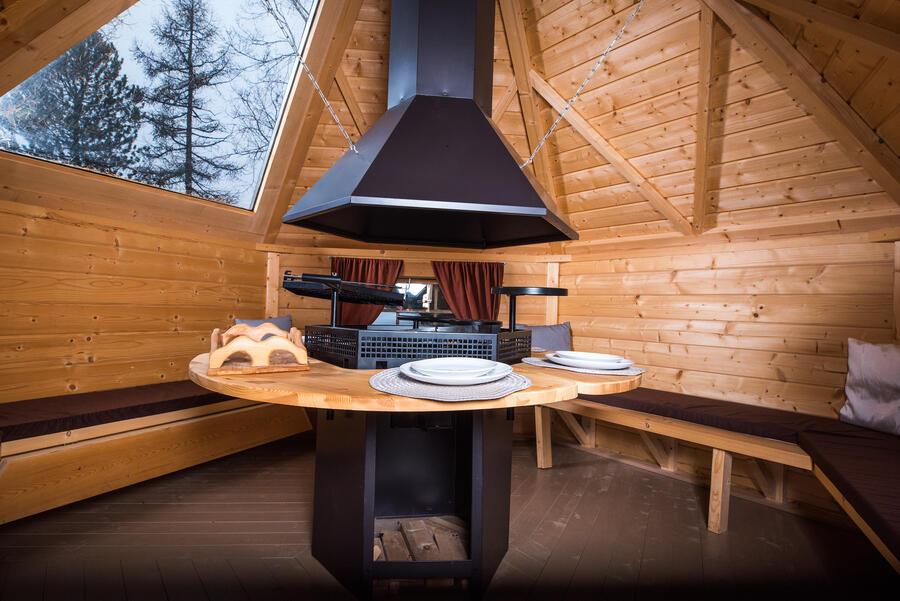 Viking Lux Grill Kota esagonale con Grill e Camino Mod. Katarina 9,2 - 45 mm