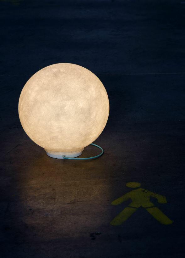 Lampada Ricaricabile da Tavolo Luna Take Away Collezione Battery di In-es.artdesign, Varie Finiture - Offerta di Mondo Luce 24