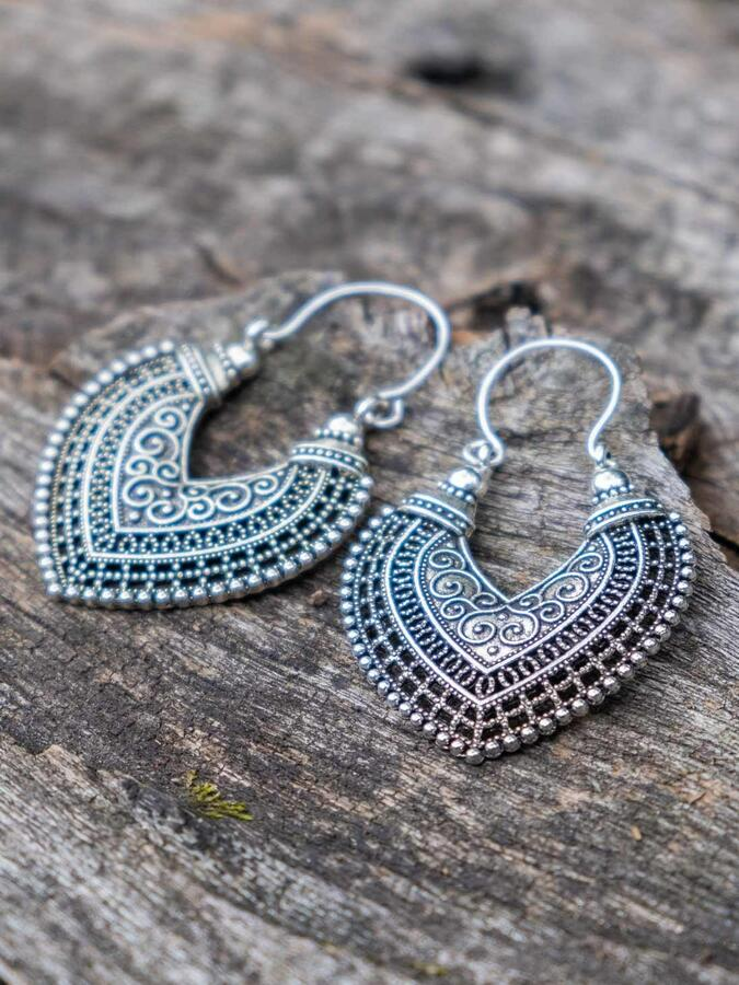 Silver-plated drop-shaped earrings with hook closure
