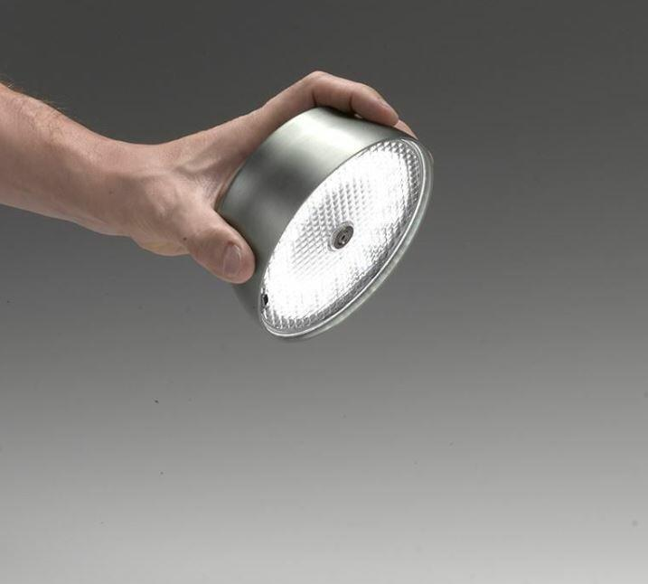 Lampada Ricaricabile da Terra SISTER LIGHT Picchetto di Zafferano in Metallo Anodizzato, Varie Finiture - Offerta di Mondo Luce 24