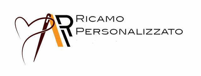 """RICAMO - Vai alla pagina """"Personalizzazioni """". Scegli il carattere ed il colore per il testo e riportali  nelle """"NOTE AGGIUNTIVE """" nella pag. CHECK OUT . Indica anche il modello e la taglia della cuffia."""