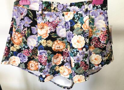 Pantaloncino fantasia floreale