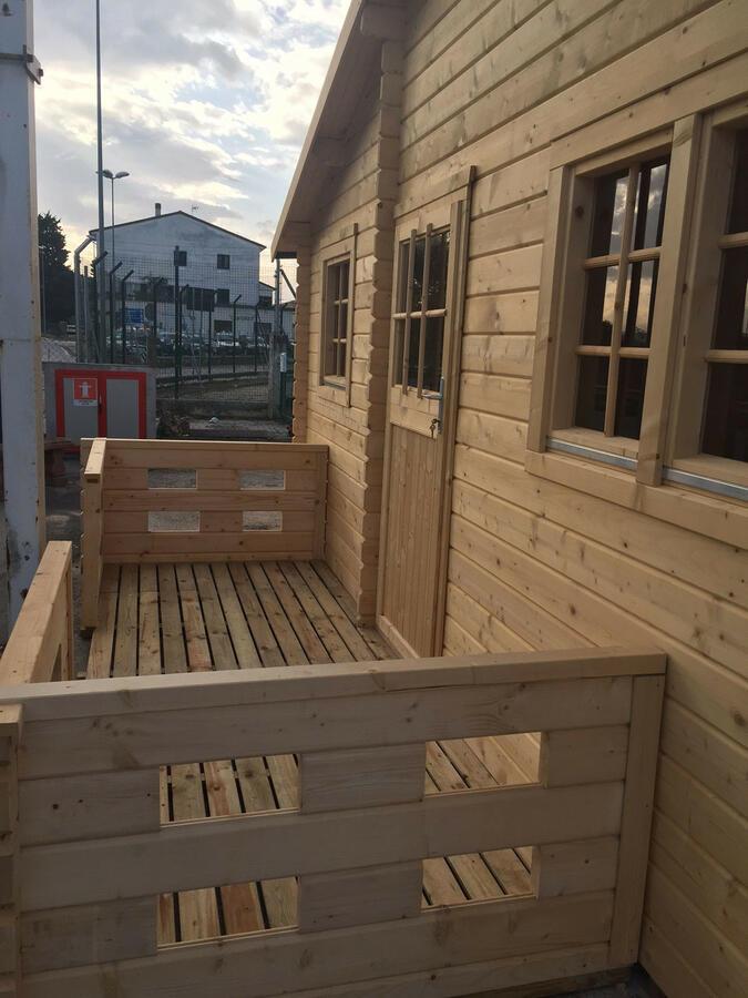 Casetta in legno 5,58 m x 5,58 m mod. Madrid con camera e vano bagno - Veranda compresa - 44 mm TRASPORTO INCLUSO