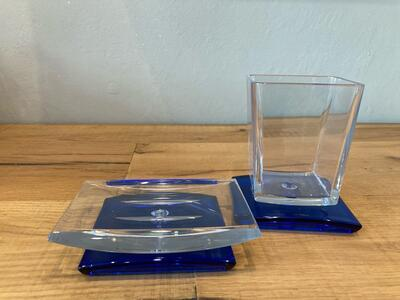 Set di accessori da appoggio per bagno in plexiglass trasparente
