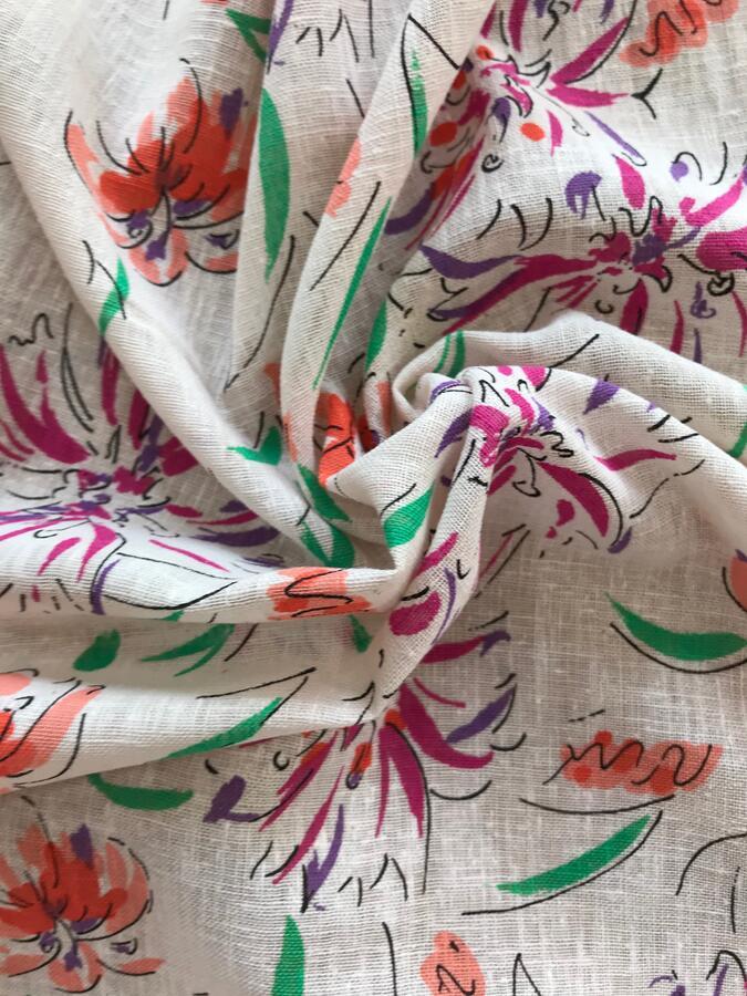Tela di cotone con fantasia floreale