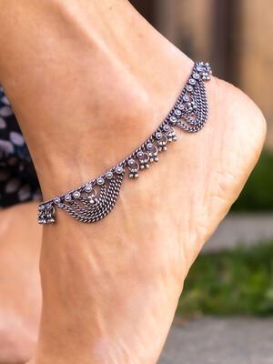 Cavigliera color argento gipsy ciondoli lunghi e corti