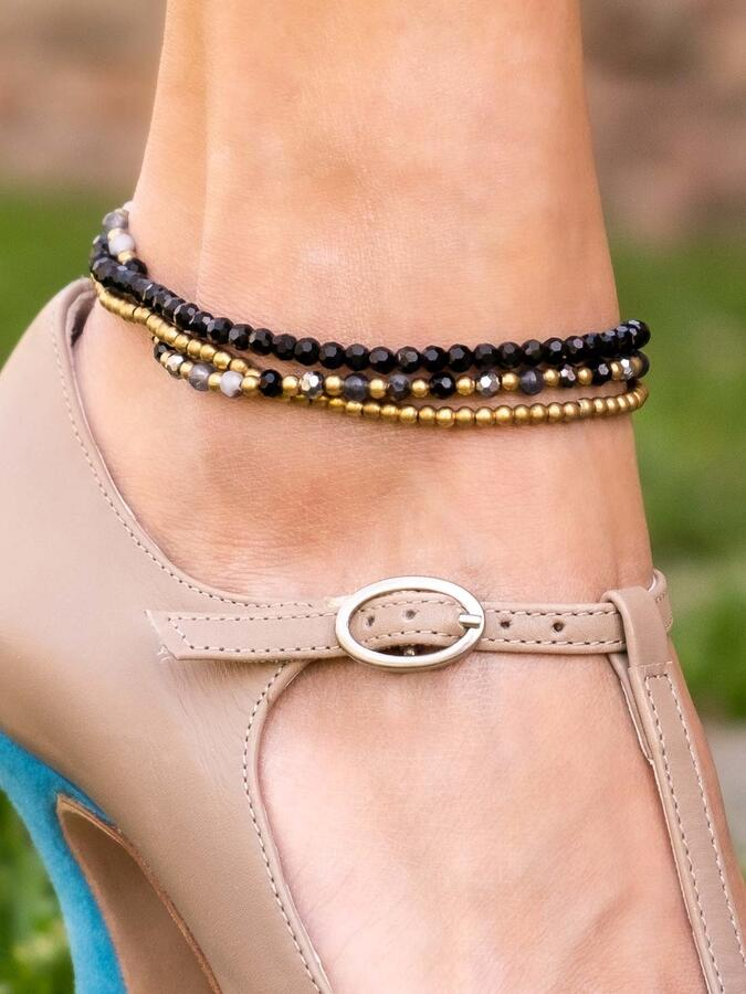Cavigliera tre fili in ottone naturale e pietre dure naturali color nero-grigio