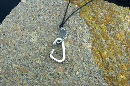 Pendant Climber Carabiner + Spit - opening
