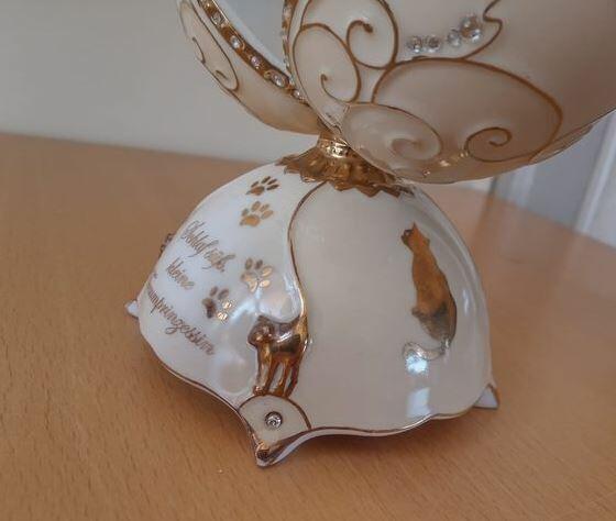Carillon da collezione Bradford Exchange 'Little Princess Charming' uovo musicale con Gatto addormentato Numerato
