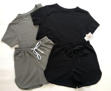 Coordinato top e pantaloncino sportivo