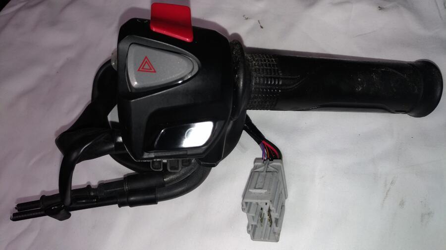 Honda Forza 300 anno 2016 . Blocchetto Elettrico + Comando Gas