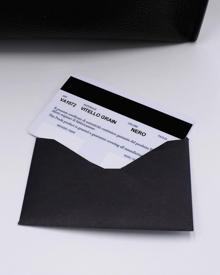 Borsa a mano shopping unisex Prada in vera pelle vitello grain nera con certificato di autenticità VA1072