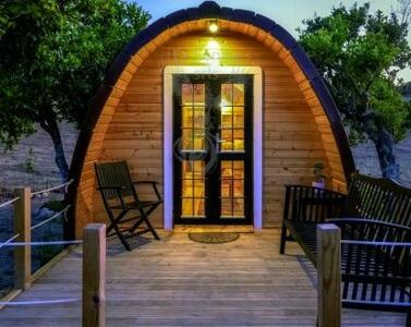 Camping Pod Coibentato in legno di pino nordico Mod. LOVA 3,00 x 5,90 – 46mm - Con vano bagno e letto matrimoniale inclusi