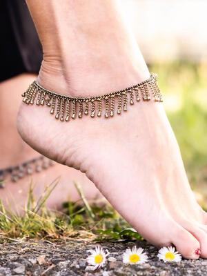 Cavigliera gipsy color oro con pendenti lunghi a catene