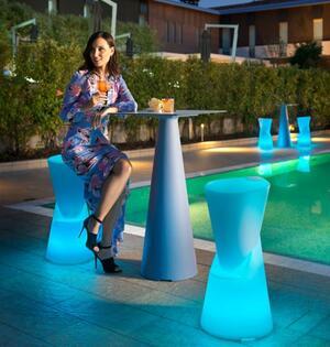 Sgabello Luminoso Ricaricabile per Esterno DOT al LED in Polietilene di Lyxo Design - Offerta di Mondo Luce 24