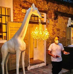 Nuova Lampada da Terra Giraffe In Love M Outdoor di Qeeboo in Polietilene, Varie Finiture - Offerta di Mondo Luce 24