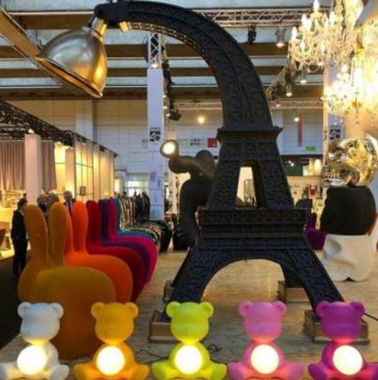 Lampada da Terra Paris di Qeeboo in Fibra di Vetro, Varie Finiture - Offerta di Mondo Luce 24