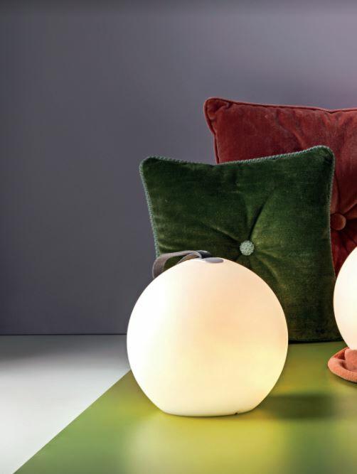 Lampada Ricaricabile da Terra TAKE AWAY di Rossini Illuminazione in Policarbonato - Offerta di Mondo Luce 24